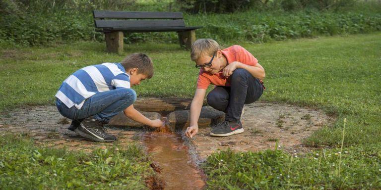 Kinder am Geeser Drees © Natur- und Geopark Vulkaneifel GmbH, Kappest