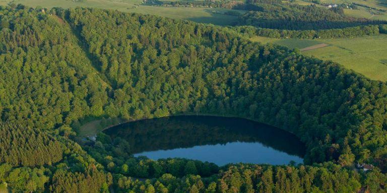 Gemünder Maar von oben © Natur- und Geopark Vulkaneifel GmbH, Kappest