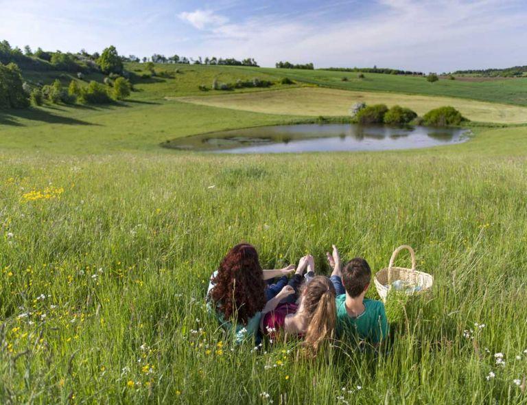 Picknick am Trautzberger Maar © Natur- und Geopark Vulkaneifel GmbH, Kappest